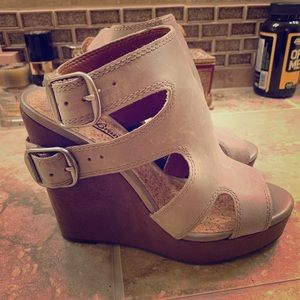 Lucky Brand wedge buckle sandals